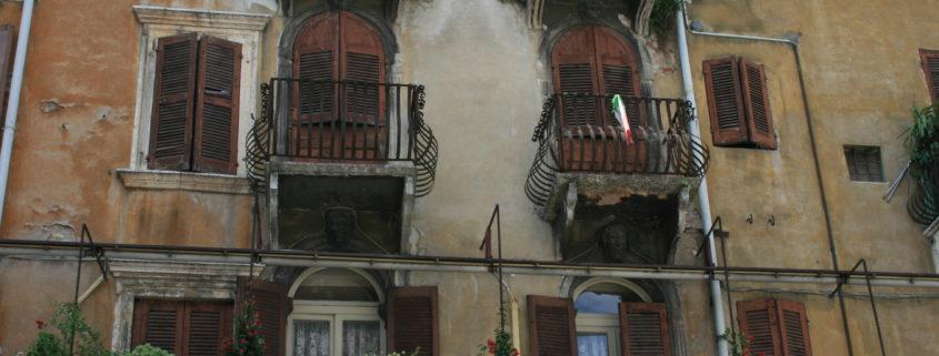 uitkragende balkons